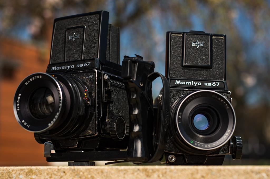 1/5000 of a sec. at f/2.8, ISO 160. Both cameras are the Mamiya RB67 with Mamiya 90mm f/3.5.
